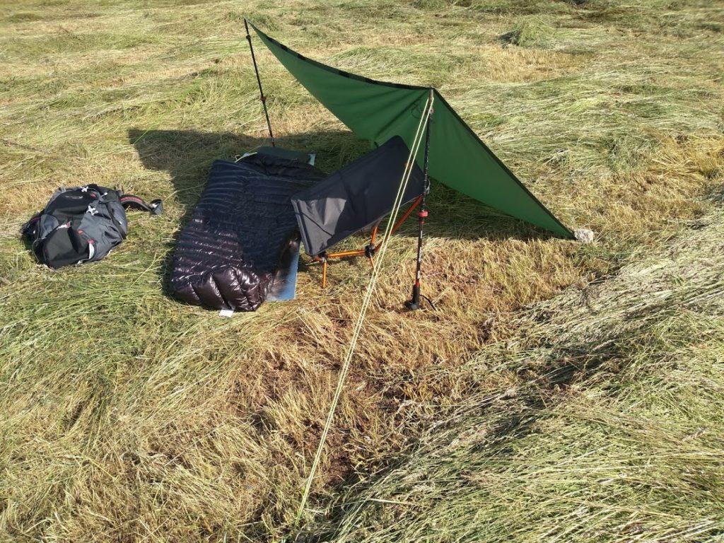 Tarp shelter configuration: Windbreak